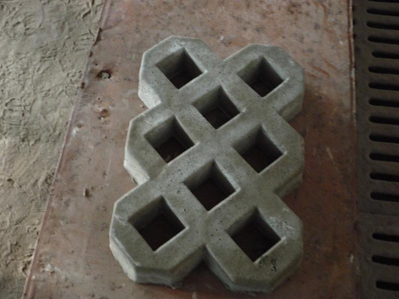 Плита бетонная для дорожки с дырками для стока в липецке